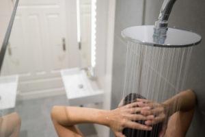 Shower w/ hot water